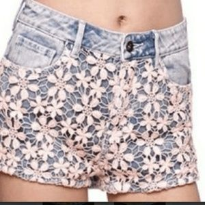 ROXY . Floral Lace Overlay Denim Jean Shorts . 0